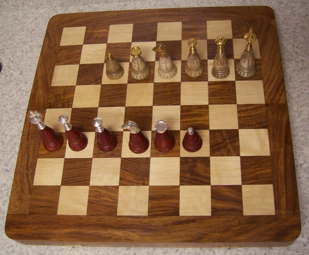 """Chess Set with folding Wood Board Storage Box Wood /& Metal pieces 3¾/"""" Kings NEW"""